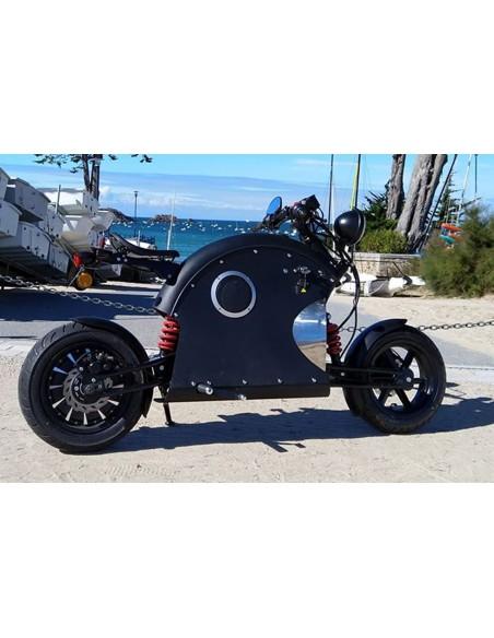 Moto e-rock'n roll futuriste avec une autonomie de 60 et une vitesse maximale de 45 km/h