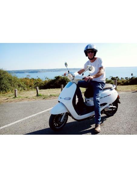 Scooter électrique e-swan idéal pour une sortie en été
