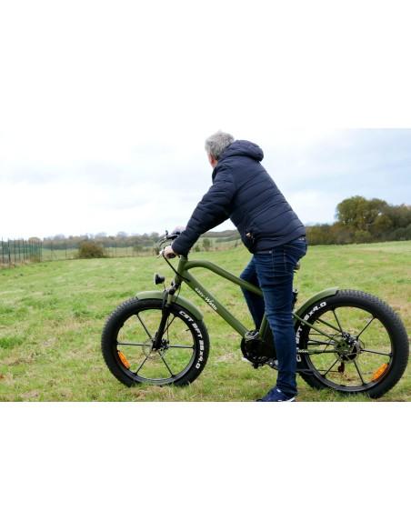 Ce vélo électrique fat bike possède une autonomie de 50 km. C'est un vélo électrique tout terrain.