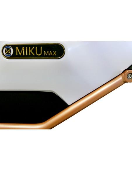 détail coloris blanc de la moto électrique miku max