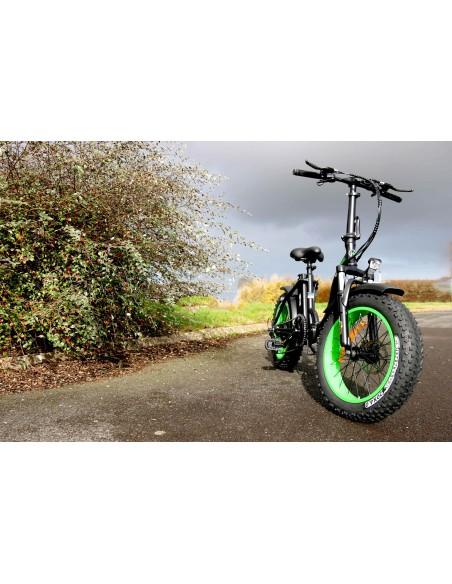 vélo électrique à gros pneus pliant noir et vert e-nomad S