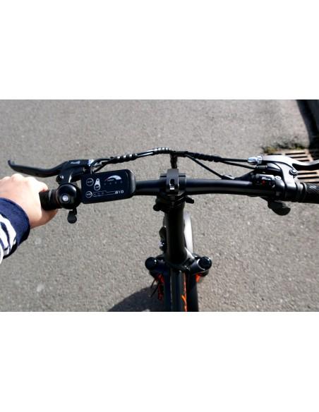 Guidon avec la jauge de batterie et les boutons pour les niveaux de puissance du fatbike pliant e-nomad